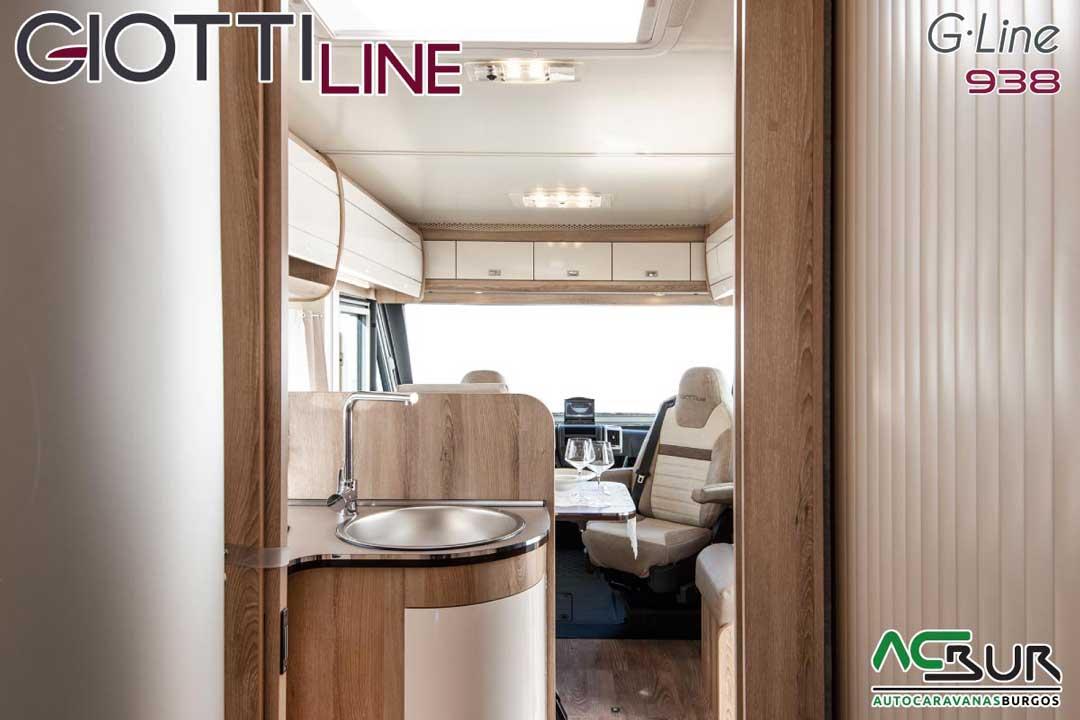 Autocaravana GiottiLine GL938 2020 pasillo