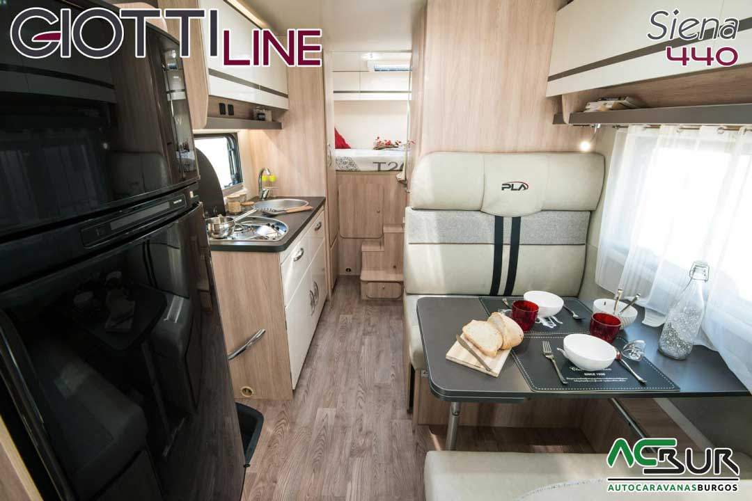 Autocaravana GiottiLine Siena 440 2020 salón