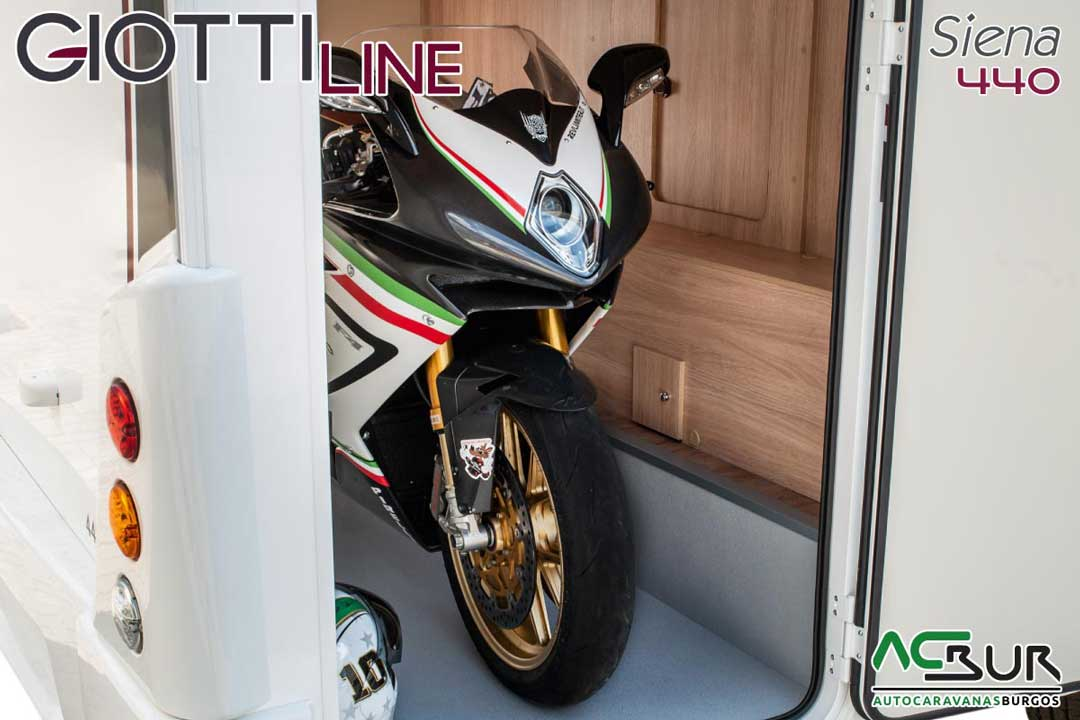 Autocaravana GiottiLine Siena 440 2020 garaje