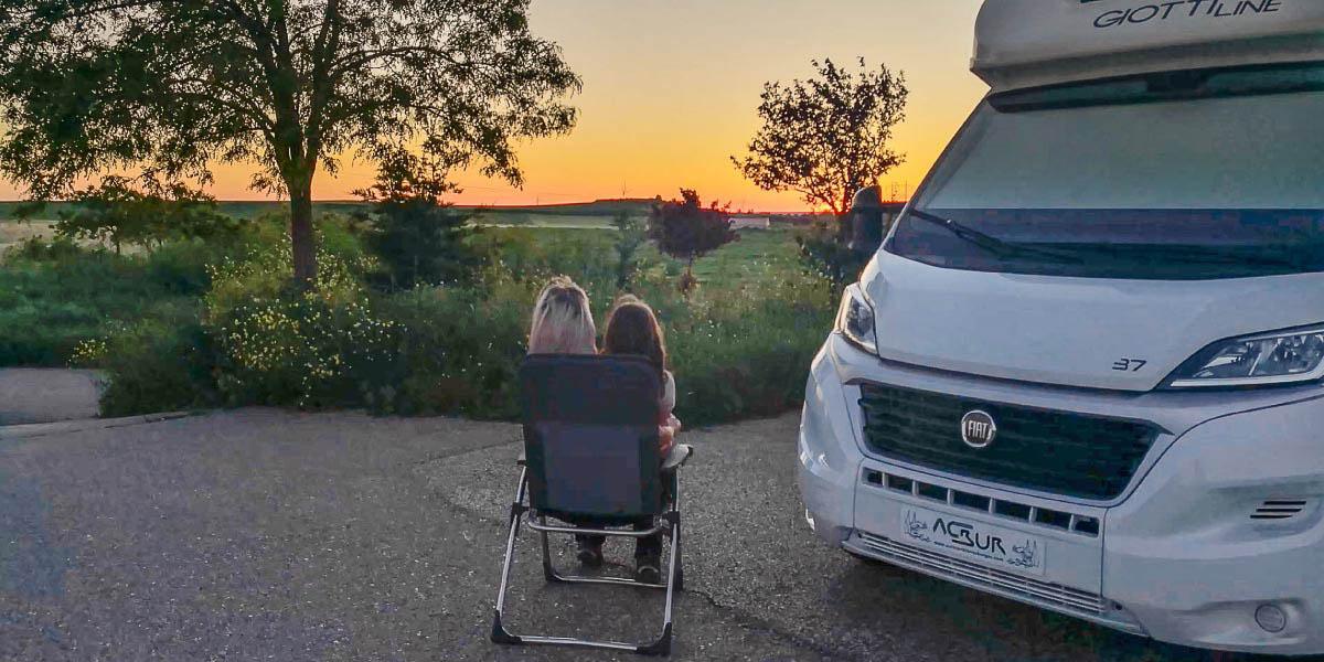 autocaravana durante la desescalada puesta de sol